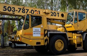 Żuraw samojezdny Grove AT400-E o udźwigu 20 T.